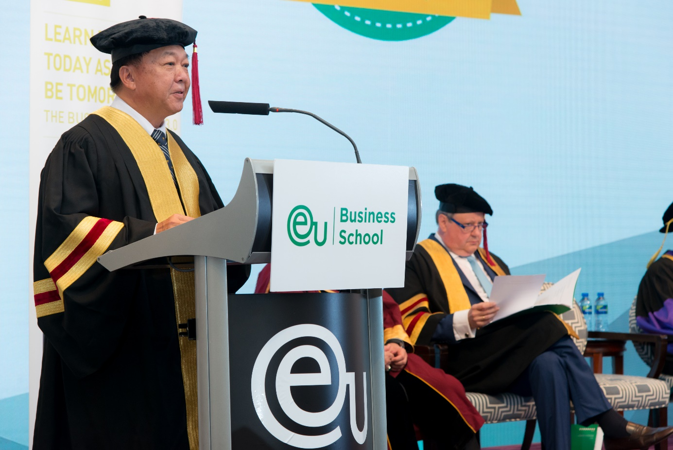 At his commencement address to the 2018 EU Asia Commencement Ceremony, Kota Kinabalu mayor Datuk Yeo Boon Hai urged fresh graduates to promote corporate social responsibility and business sustainability.